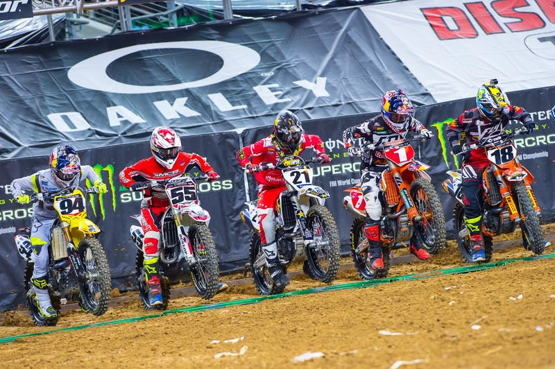 Dungey and Roczen were paired up in their heat and the main. We hope to see more battles between them, it was great racing.