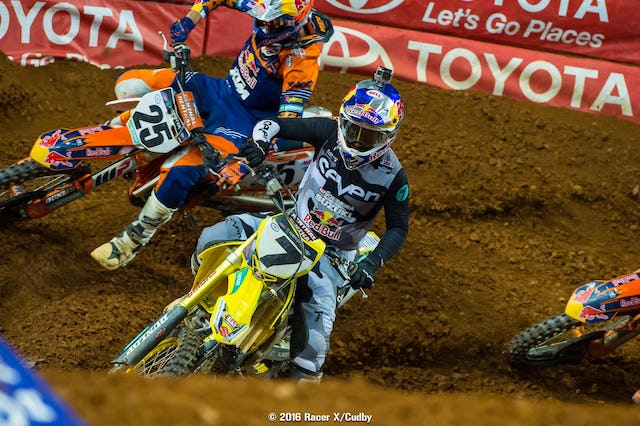 It can be debated forever if Stewart or Musquin did the right or wrong things, but you can see Dungey's front fender right there. Marvin was put into panic mode.