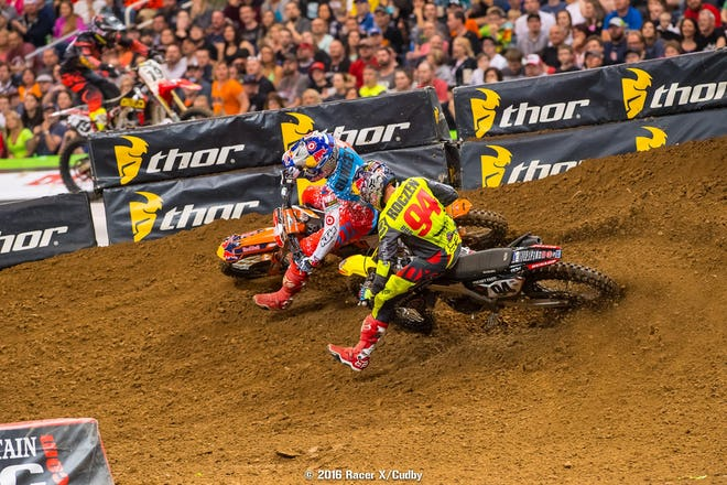 Ryan Dungey and Ken Roczen staged yet another sizzling battling, yanking the crowd out of their seats.