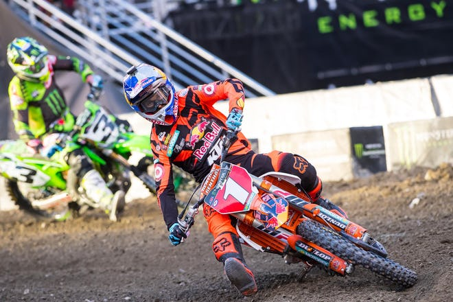 Dungey tried to keep Roczen close, but eventually fell into the clutches of Tomac.