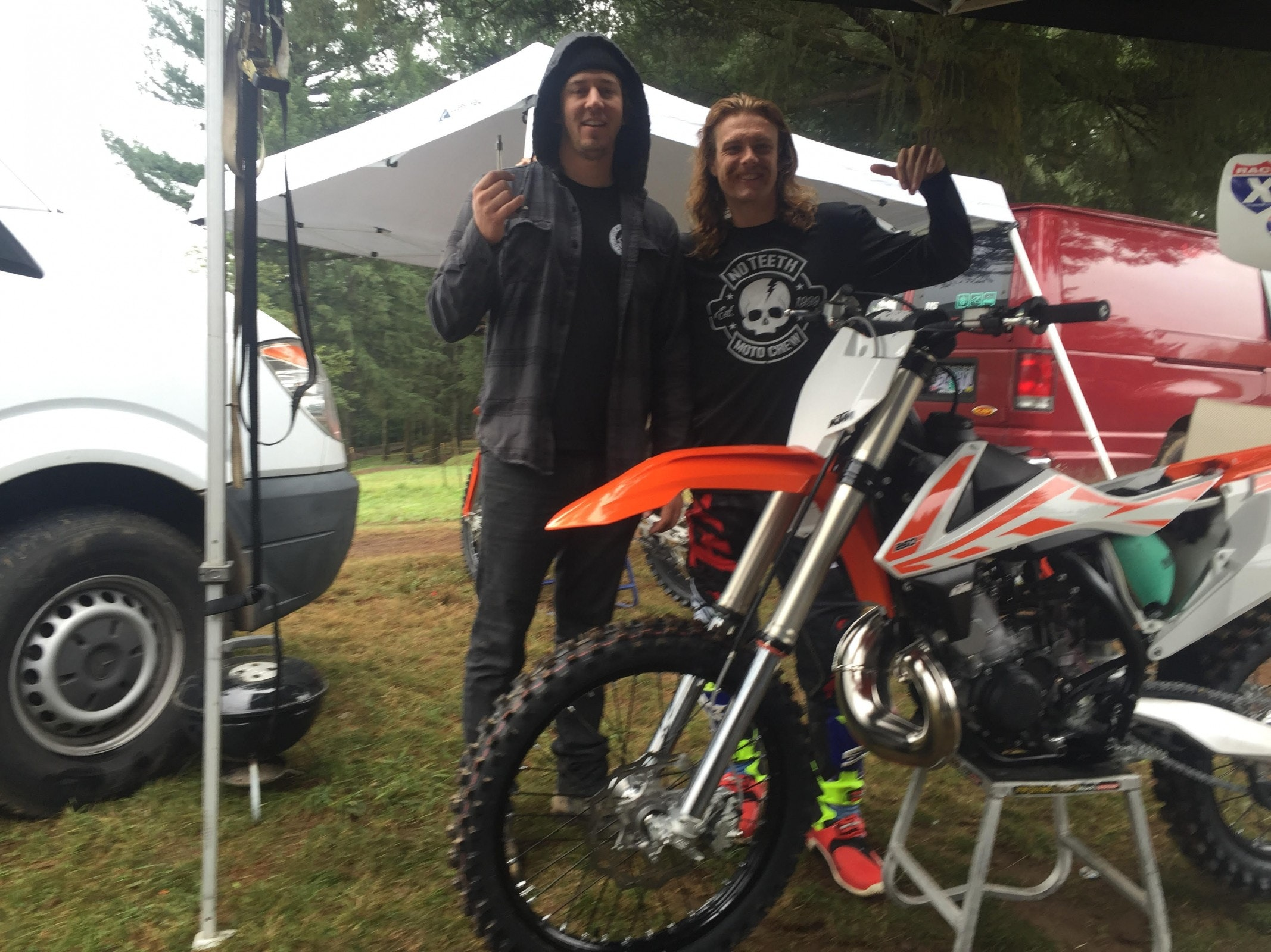 Stank put his faith in me to swap out his forks on the KTM 250.