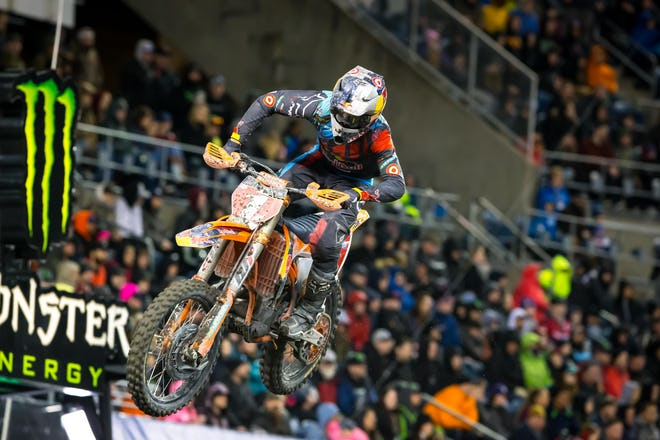 From 22nd, Dungey had to ride his tail off to maintain fourth as his worst finish of the season--he's finished there three times now. Dungey's race was about managing mistakes and taking advantage of others, as he didn't do all of the biggest jump combos but still came through.