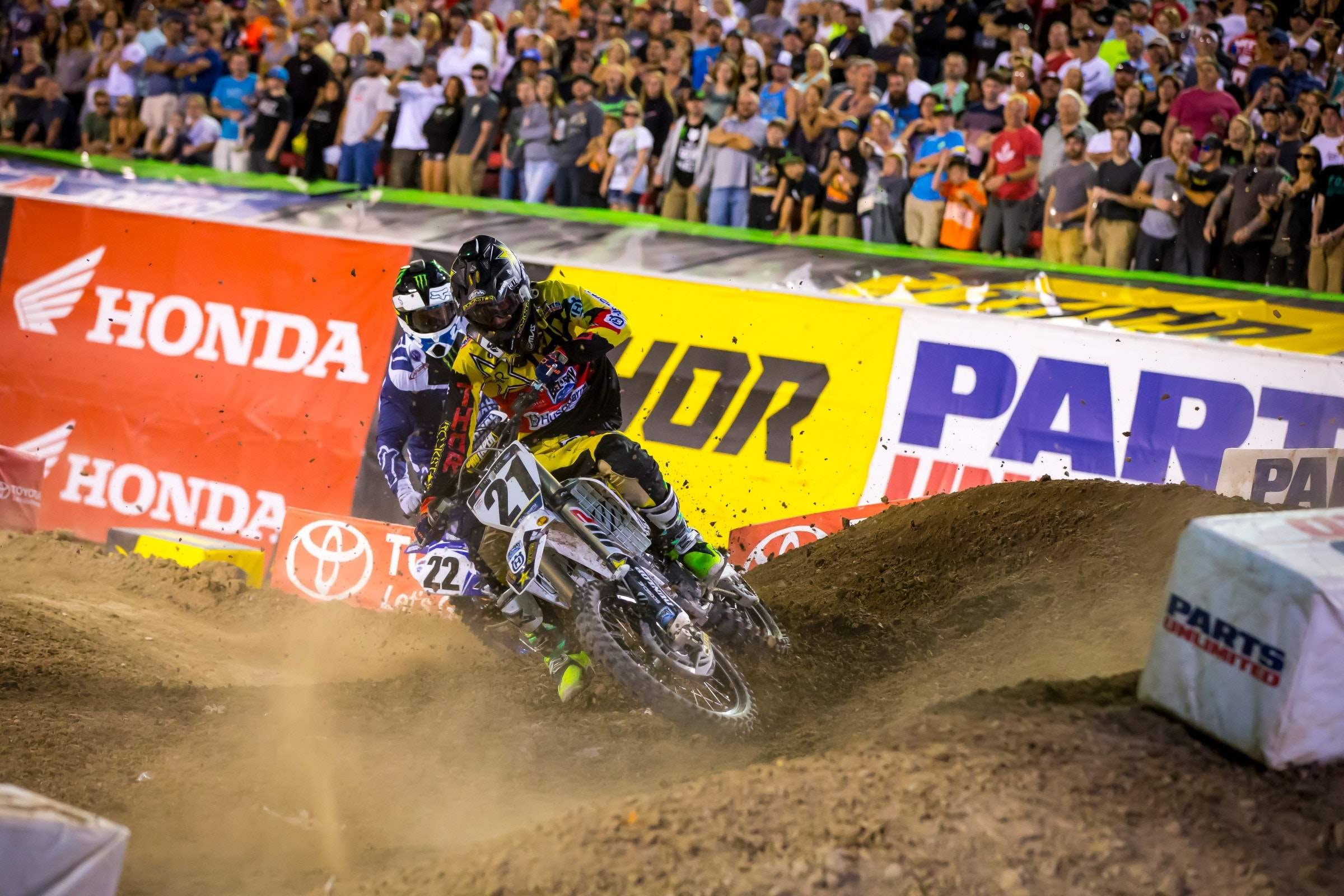 Anderson (21) and Reed had a battle for third raging just behind the Tomac and Dungey drama ahead.