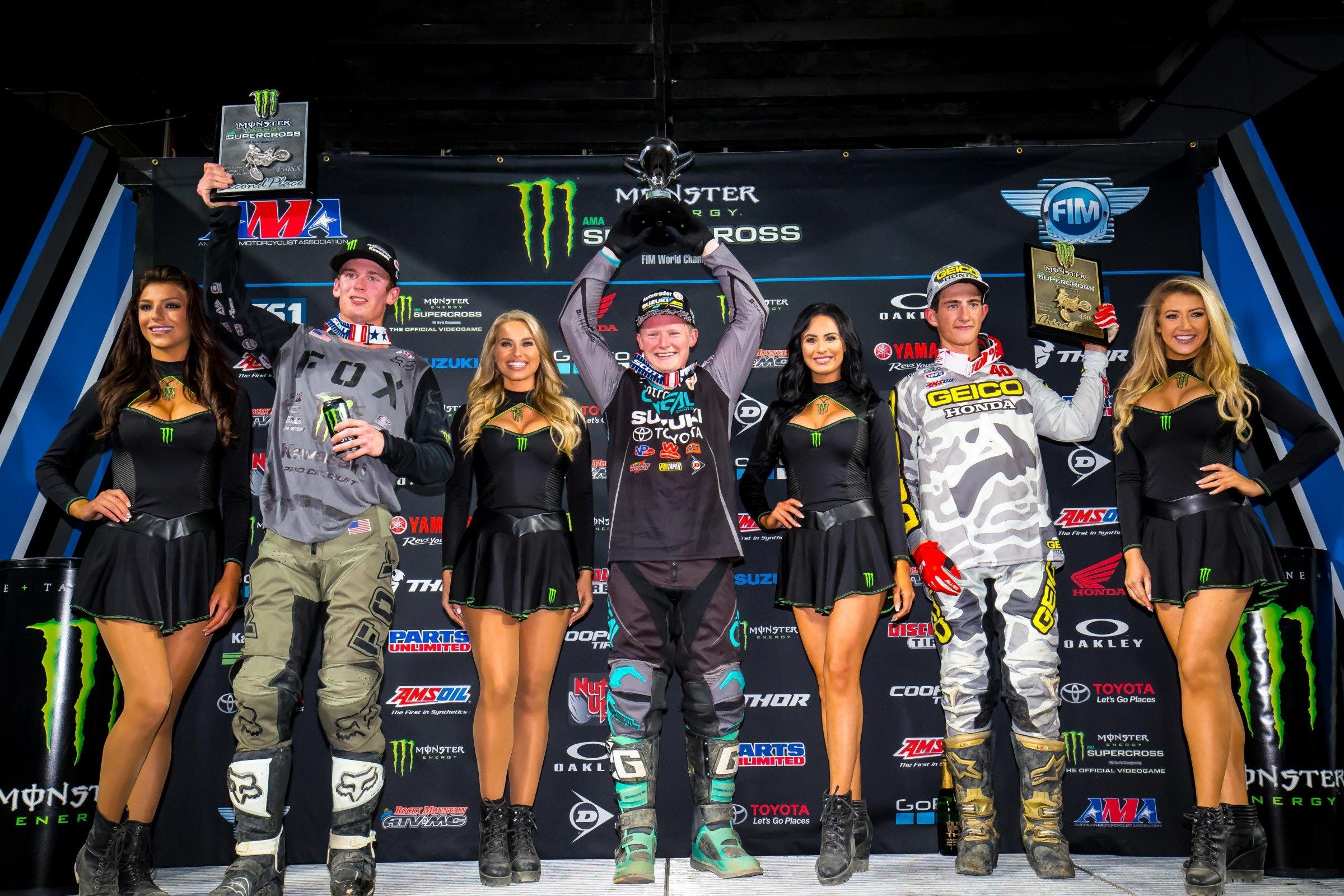 Adam Cianciarulo liderou um monte de voltas, Hill ganhou sua primeira vitória da temporada, e o novato Chase Sexton ganhou seu segundo pódio de carreira supercross.