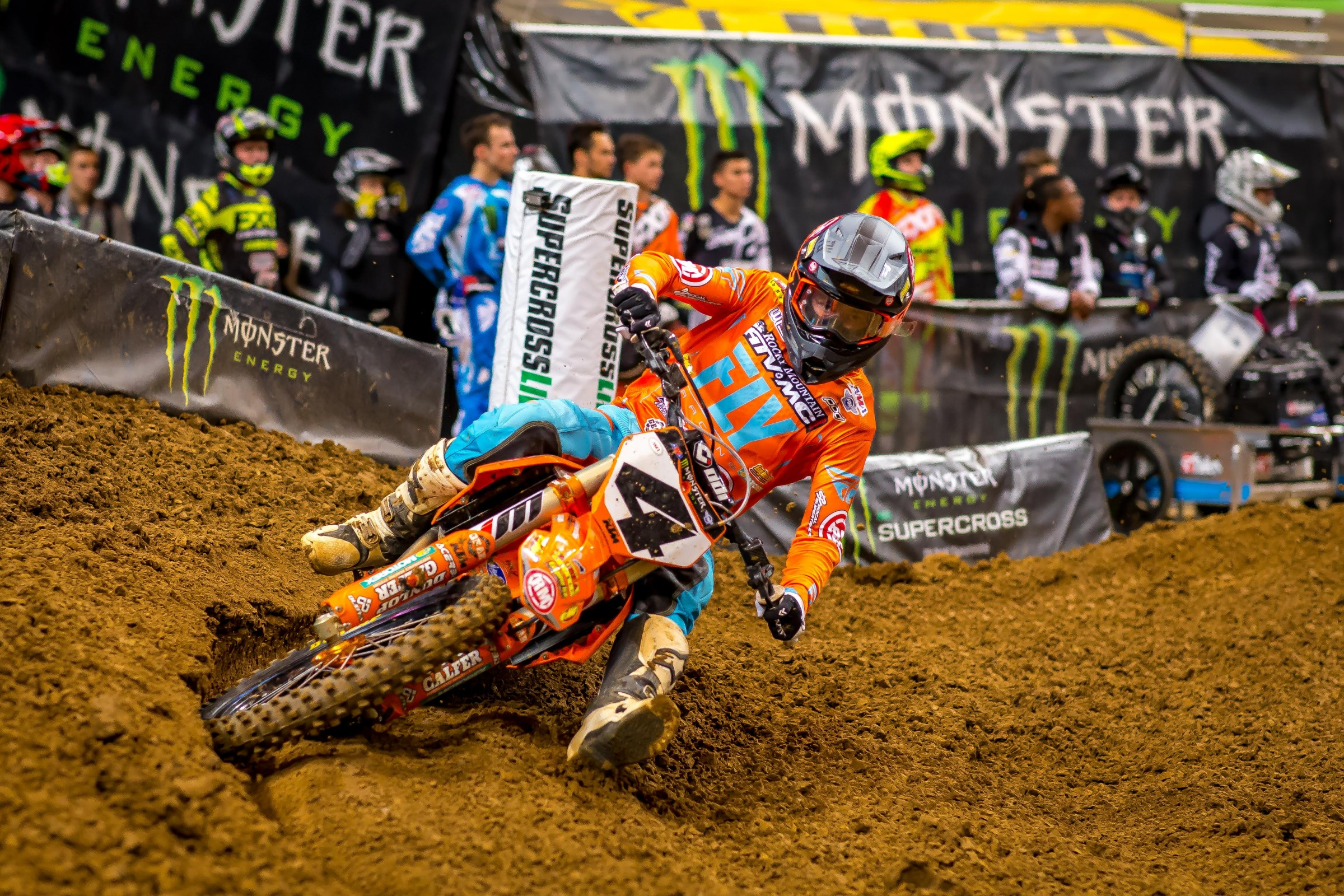 Despite a hand injury, Baggett finished the night inside the top five.