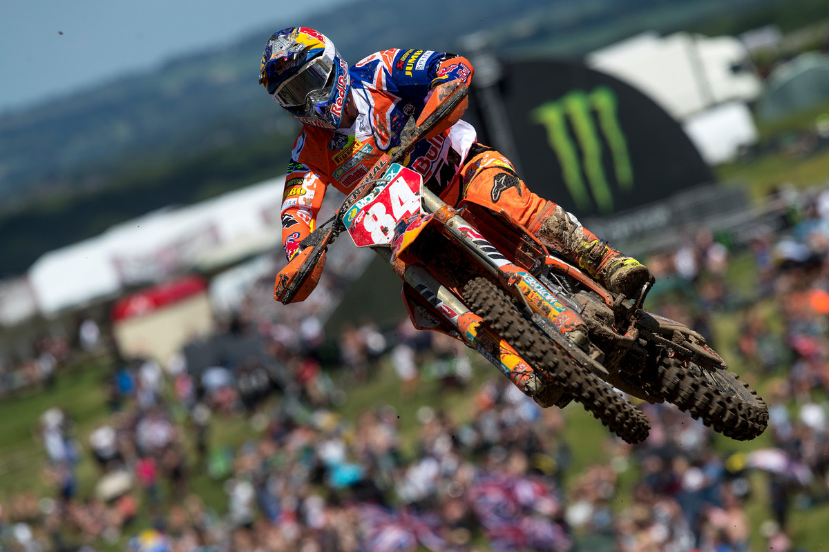 Herlings took the overall win in the U.K., though his teammate Cairoli led 25 out of 28 laps.