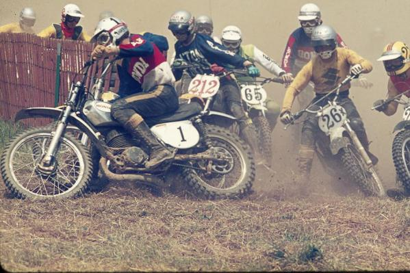 Gary Jones leads the way in the 250 Nationals in the summer of 1973.
