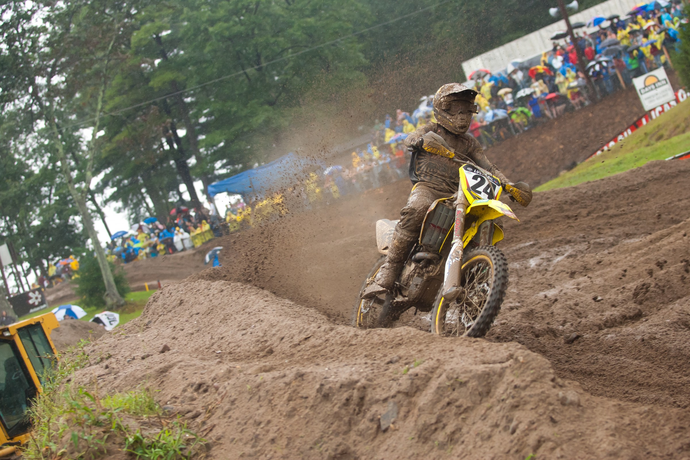 Metcalfe won his first and only overall with 3-2 moto scores.