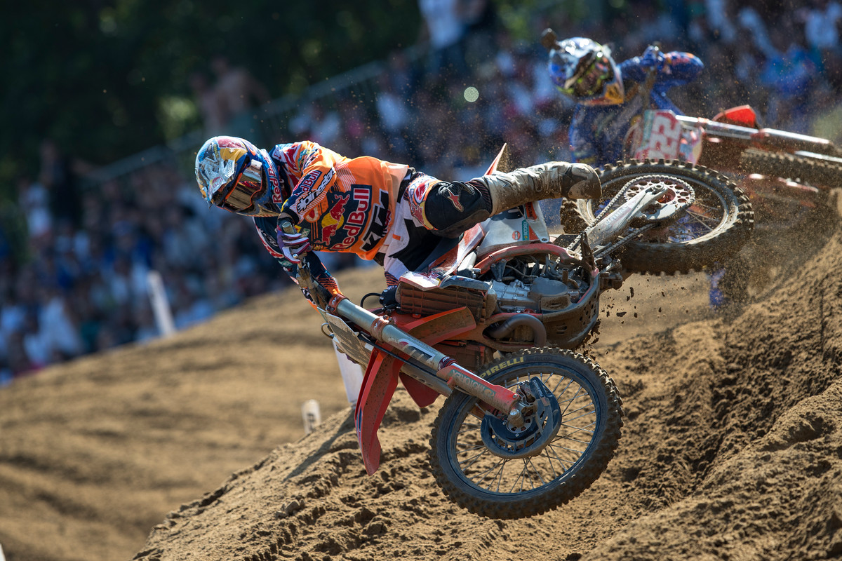 Jeffrey Herlings (84) tries to hold off Cairoli. Herlings finished second overall.
