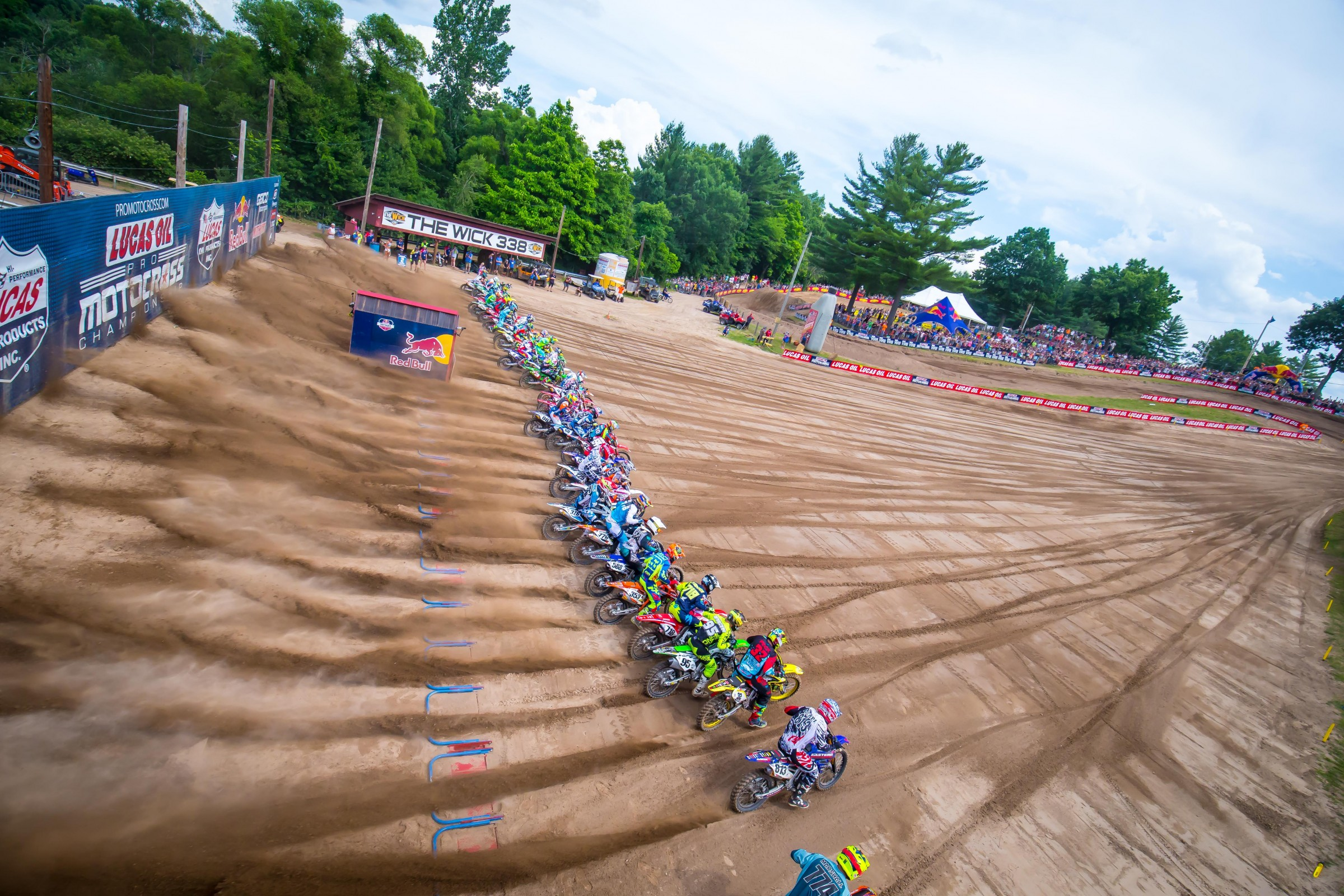 We don't have many photos of Weege moving, so here's a cool shot of the start at Southwick.