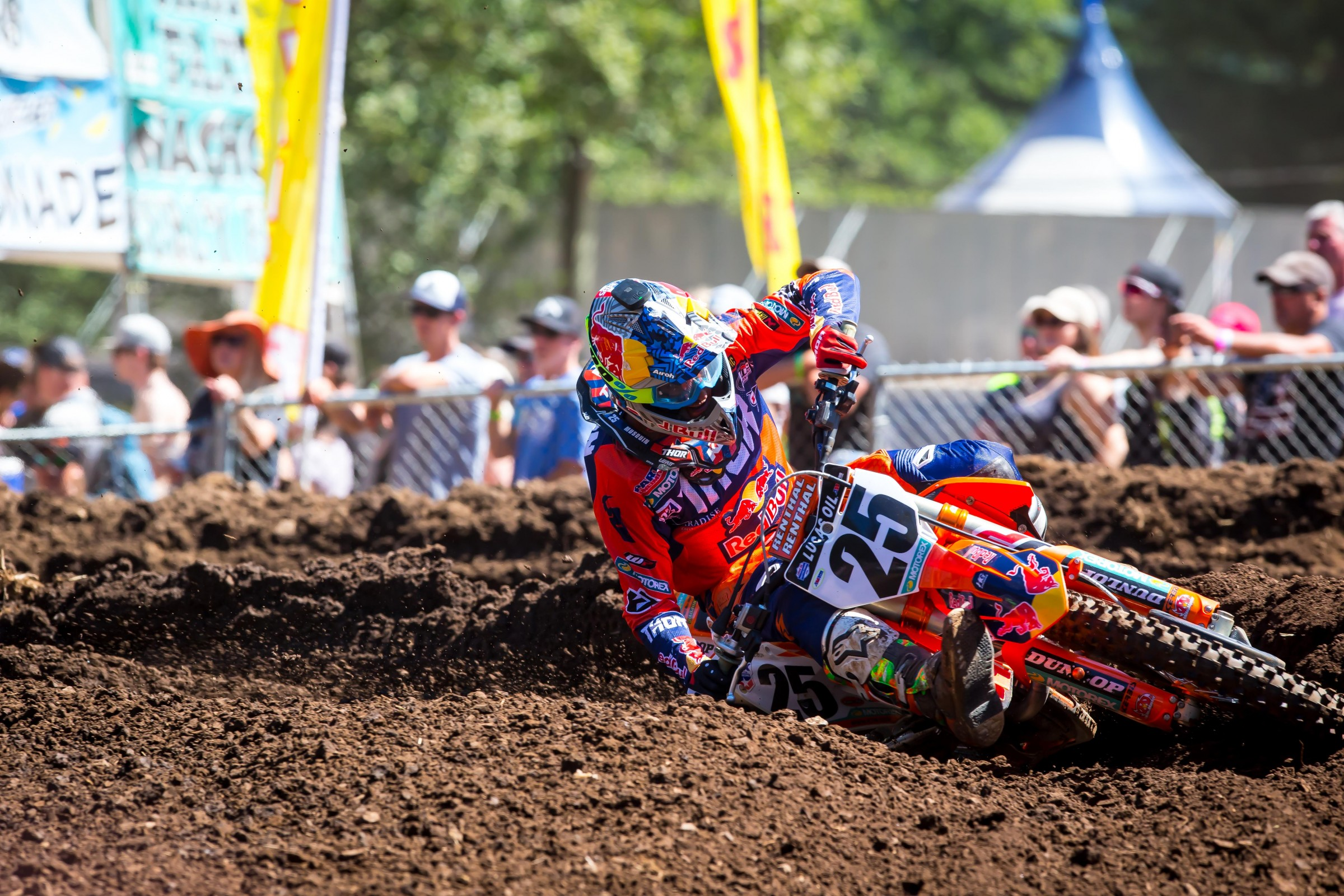Musquin says his knee is no longer a problem and that we should think of it as an old injury now.