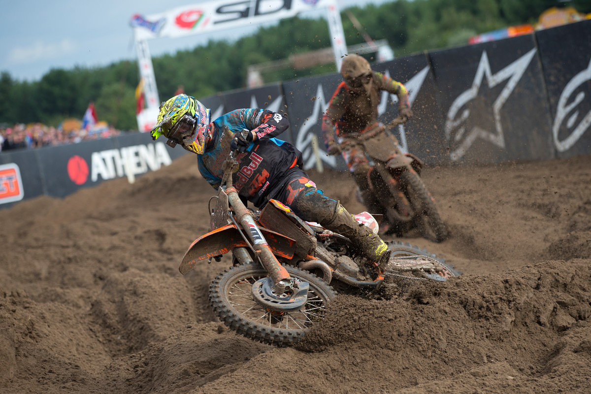 Cairoli and Herlings put on a show in the sand.