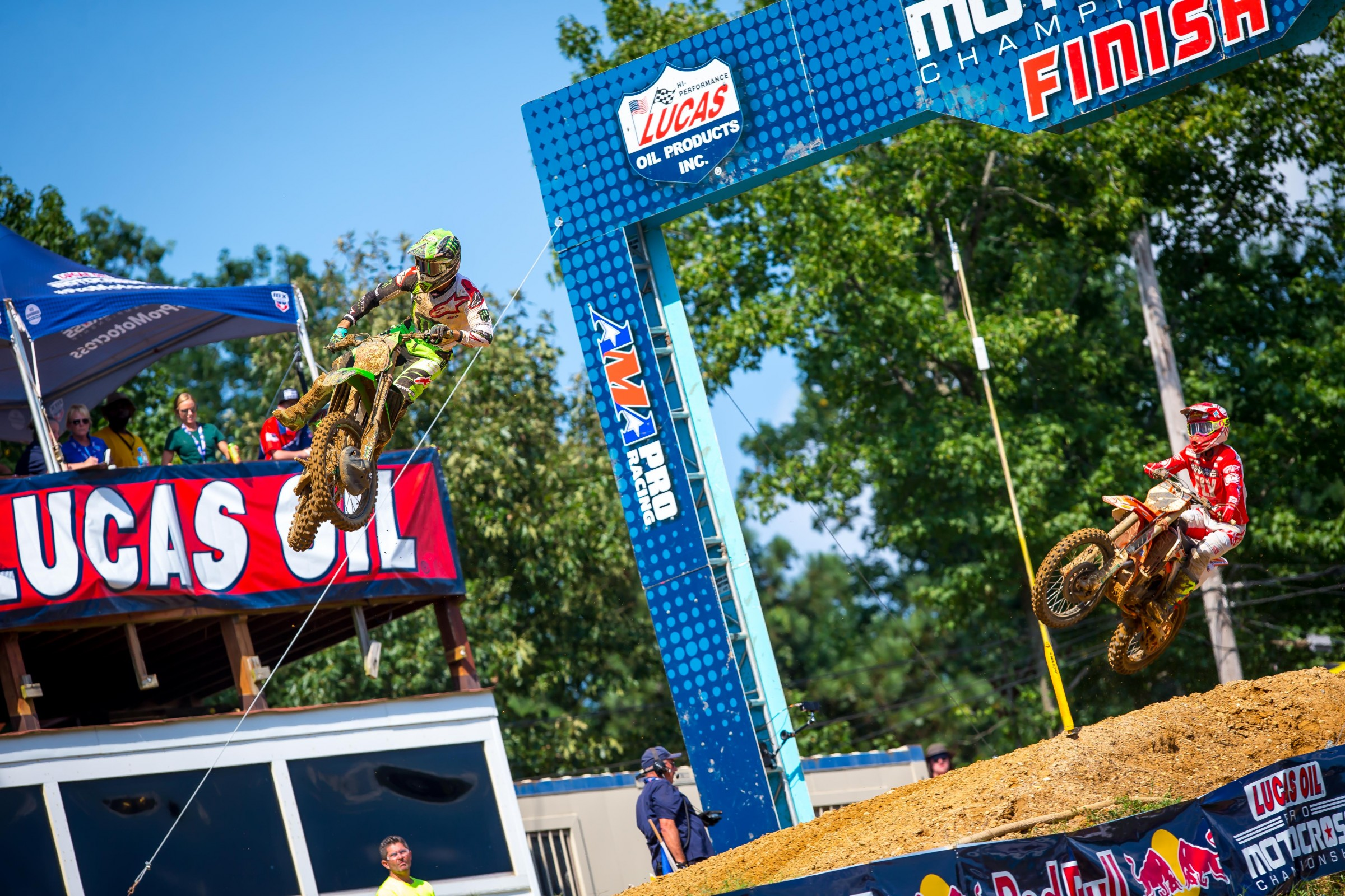 Baggett led the second moto for 15 minutes before being overtaken by Tomac in the rollers before the finish line.