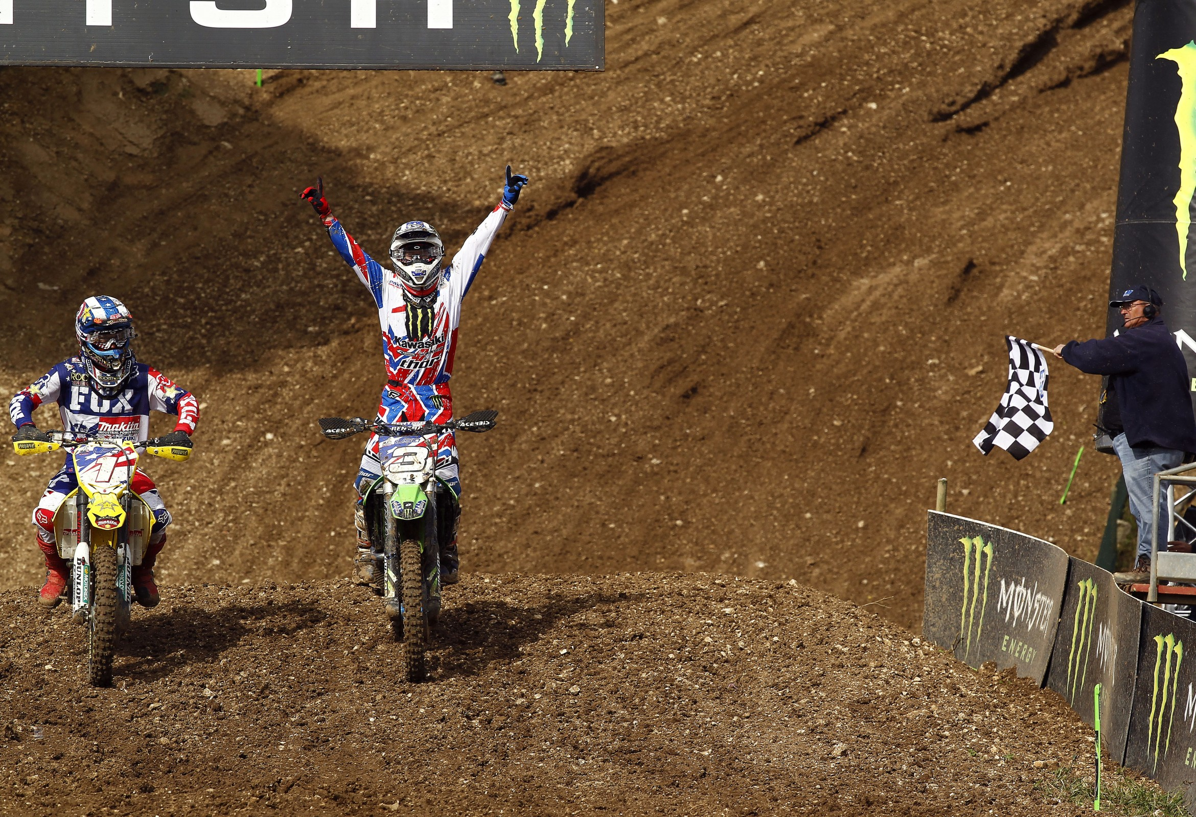 Look! Dungey and Villopoto on the same team. And winning!